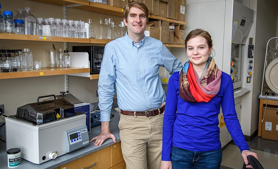 Emily Dart and Nathan Ahlgren in lab