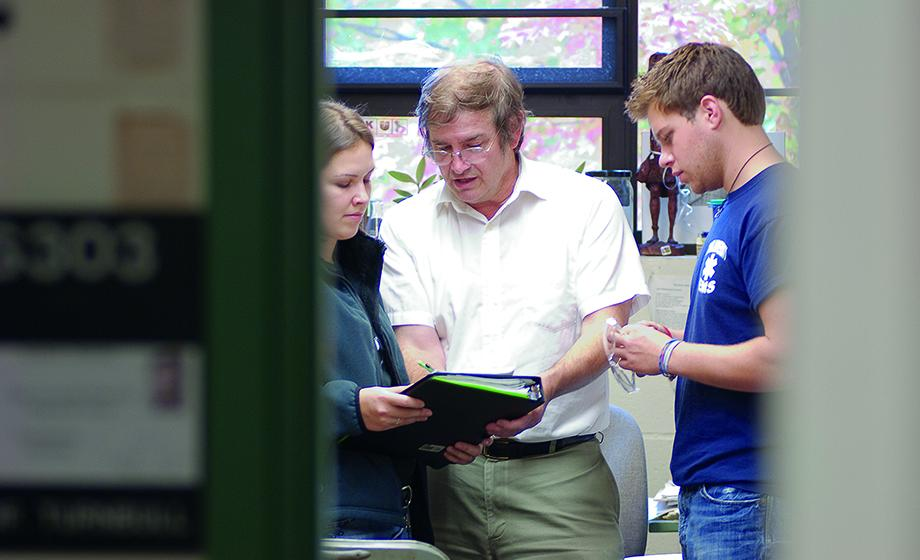 Prof. Mark Turnbull receives the John A. Timm Award from the New England Association of Chemistry Teachers